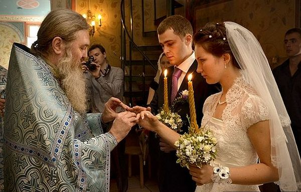Обряд венчания: что нужно знать. Фото с сайта www.pravoslavie.ru