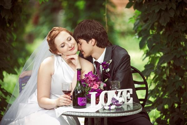 Фиолетовый — цвет мечты и фантазии для молодоженов. Фото с сайта inspiredwedding.ru