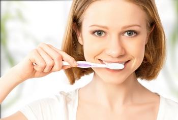 Зубной порошок: правила использования. Фото: evgenyatamanenko - Fotolia.com