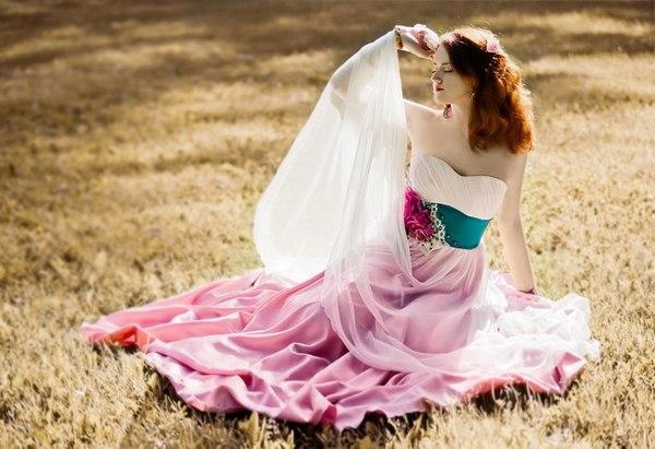 Как выбрать цветное свадебное платье? Фото с сайта birger.ru