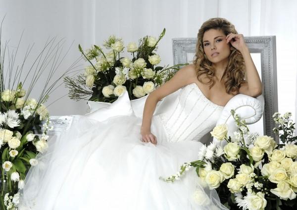 Корсетные модели смоделируют фигуру. Фото с сайта www.victor.zll.wedlife.ru