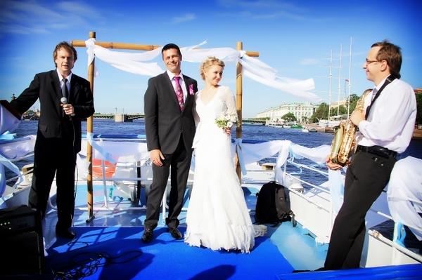 Романтическая свадьба на теплоходе. Фото с сайта teplohodspb.ru