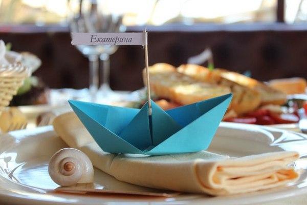 Рассадочные карточки в виде кораблика. Фото с сайта www.trgmania.ru