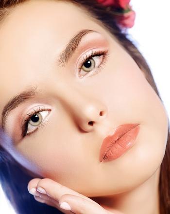Естественный макияж — идеален для встречи года Козы. Фото: Andrey Kiselev - Fotolia.com