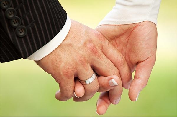 Обручальное кольцо для мужчины — какие есть варианты? Фото с сайта eva.ru