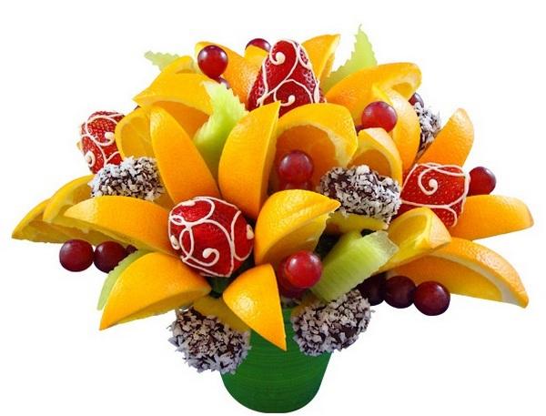 Оригинальный букет из фруктов и конфет. Фото с сайта www.livemaster.ru