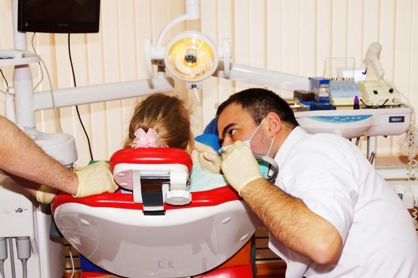 Почему необходимо лечить бутылочный кариес. Фото: sammer1403 - Fotolia.com