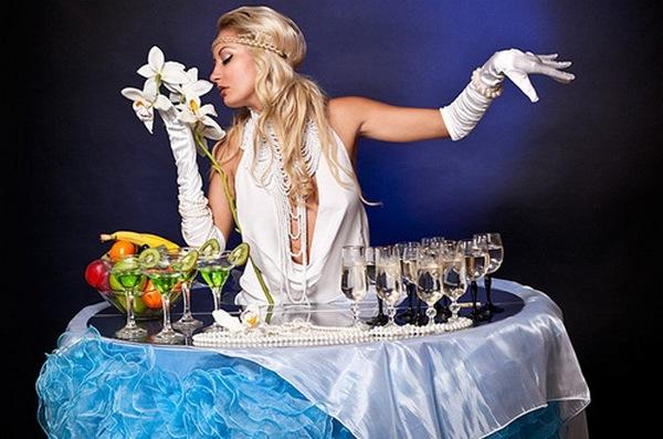 Леди-фуршет — оригинальная подача закусок и напитков. Фото с сайта www.salutevent.ru