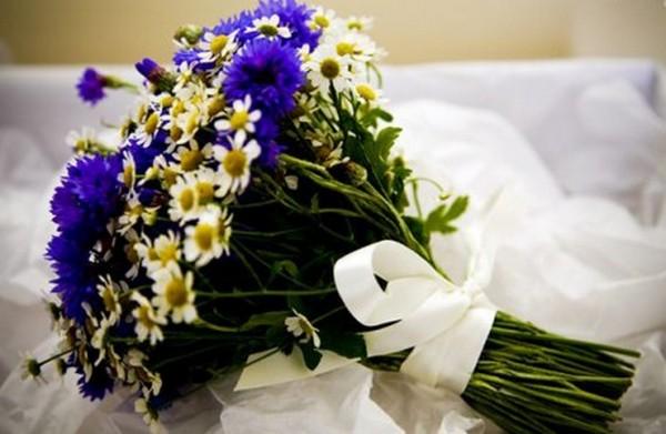 Ромашка и васильки созданы друг для друга. Фото с сайта nashasvadba.net