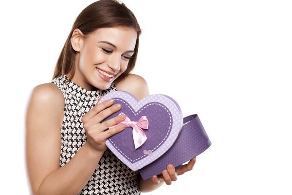 Какой подарок выбрать для подруги на девичник. Фото :  vladimirfloyd - Fotolia.com