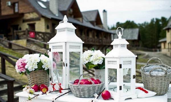 Цветы и дизайнерские придумки делают праздник особенным. Фото с сайта floristudio.nethouse.ru