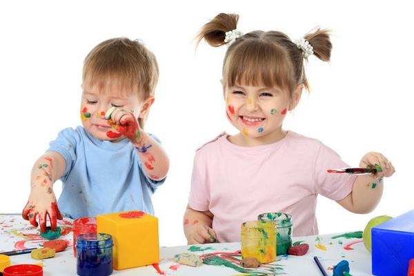 Подарите детям радость. Фото с сайта www.rebenokdogoda.ru