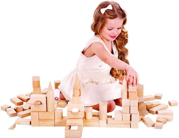 Игрушки для мальчиков и девочек — поздравляем с 3-летием. Фото с сайта bestkroha.ru