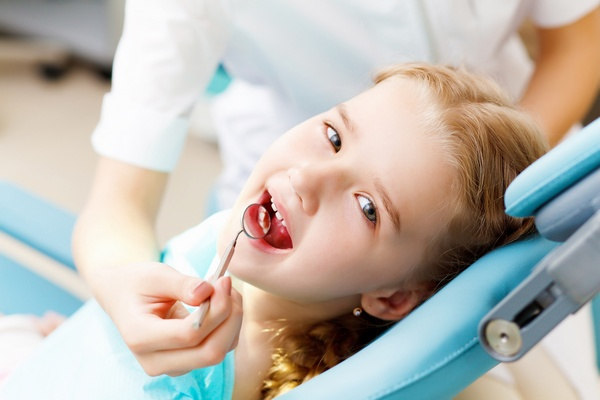 Постоянные зубы у детей: прорезывание и проблемы. Фото: Sergey Nivens - Fotolia.com
