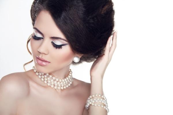 Жемчужные украшения для невесты. Фото с сайта femina.by