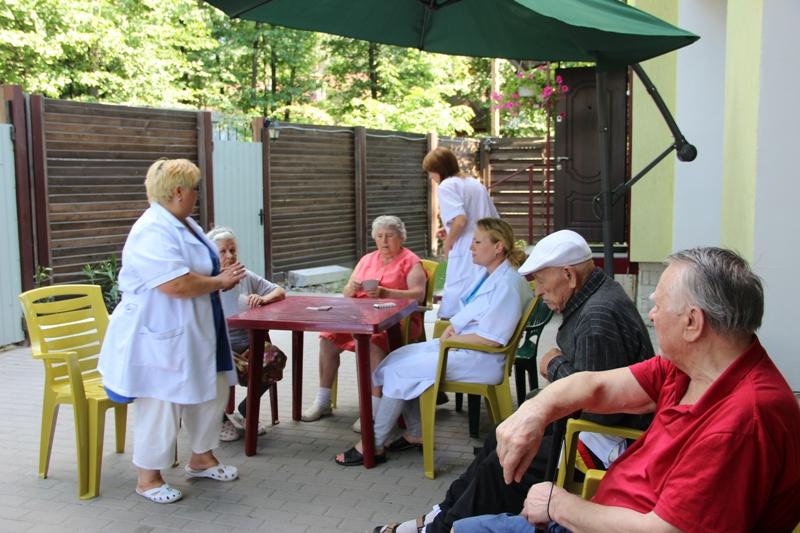 Услуги в домах для престарелых
